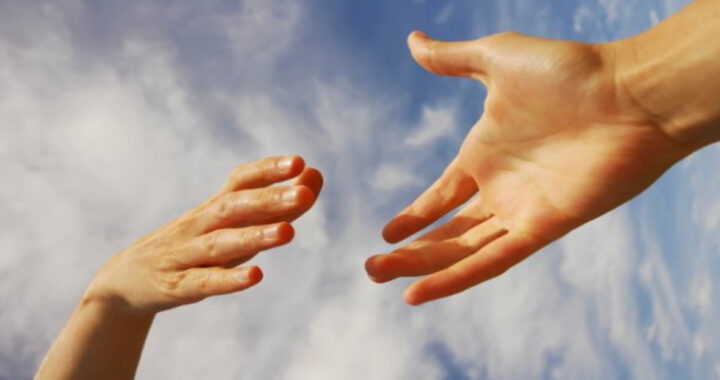tendere la mano