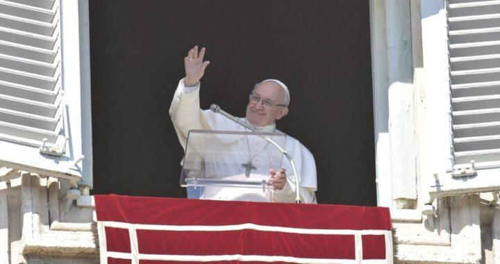 "Angelus di Papa Francesco ""digiunate dai pettegolezzi"""