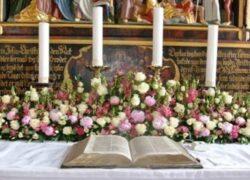 Cvijeće u crkvi