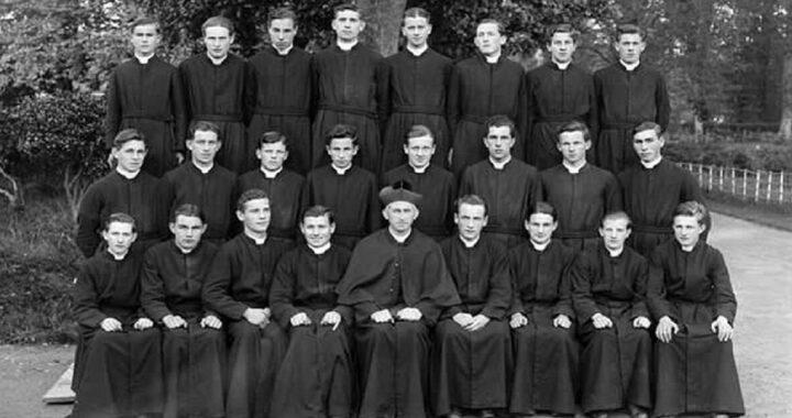 Perché i sacerdoti vestono sempre di nero?