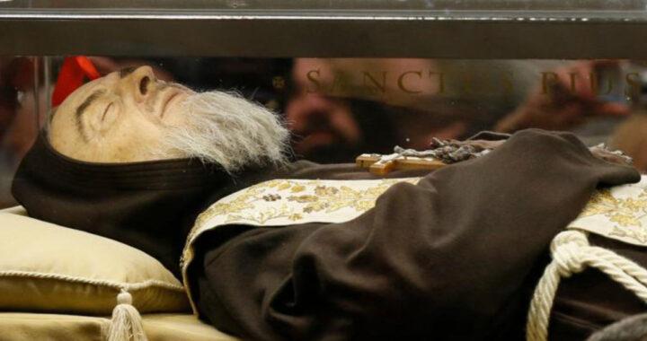Narratur aliud miraculum a Padre Pio: ingressusque est homo in carcere