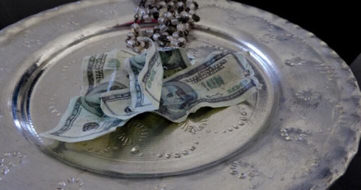 Fine delle offerte nel piatto in chiesa