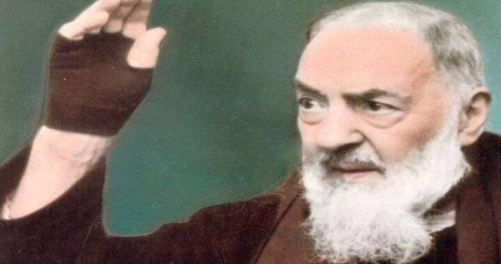 Appare il volto di Padre Pio (foto originale) a Taormina, sul pavimento dell'Ospedale