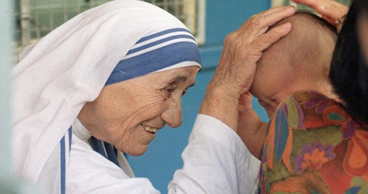 I miracoli di Madre Teresa, approvati da Chiesa
