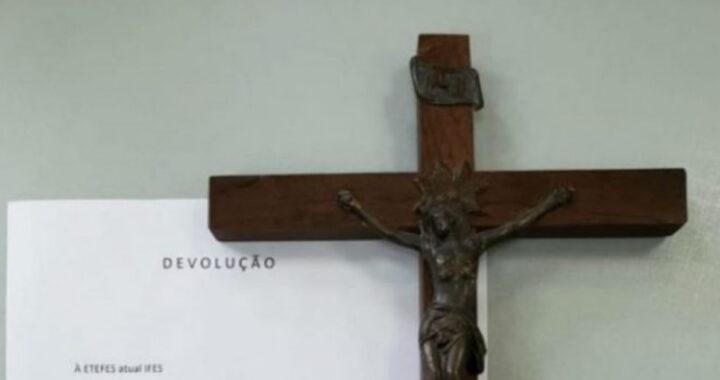 50 anni fa rubò un crocifisso da una scuola, lo ha riconsegnato, la lettera di scuse