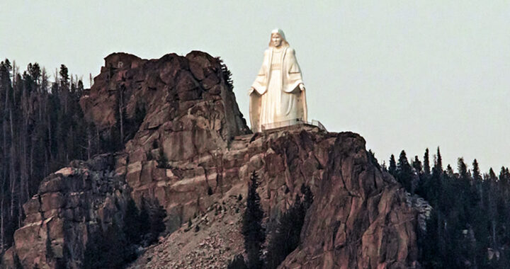 La storia miracolosa di questa grande statua della Vergine Maria