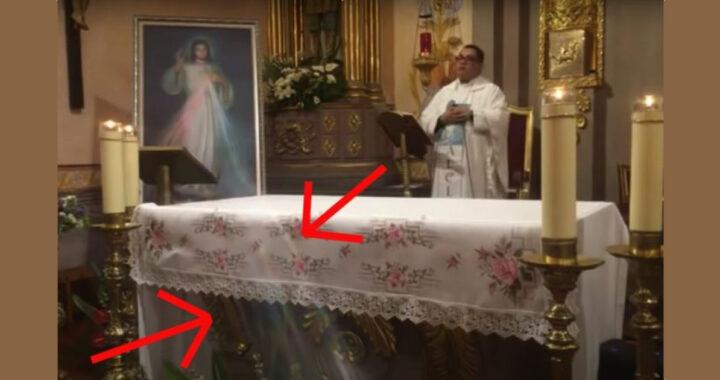 Fasci di luce dall'immagine della Divina Misericordia durante una Messa (VIDEO)