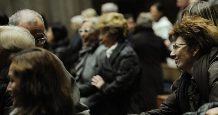 Qual è il modo corretto per scambiarsi il segno di pace a Messa?