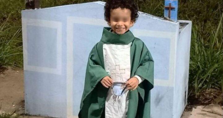 Bimbo con l'idrocefalo fa il prete e recita Messa (VIDEO)