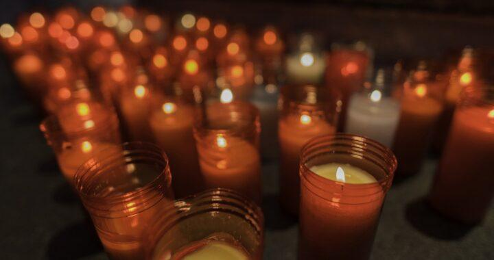 Perché si accendono le candele nella Chiese cattoliche?