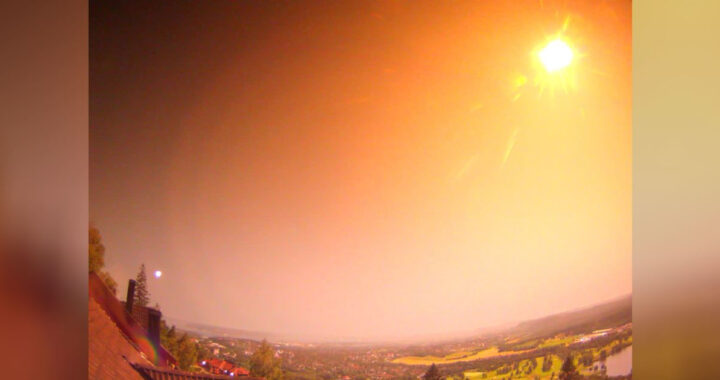 Palla di fuoco illumina il cielo della Norvegia (VIDEO)