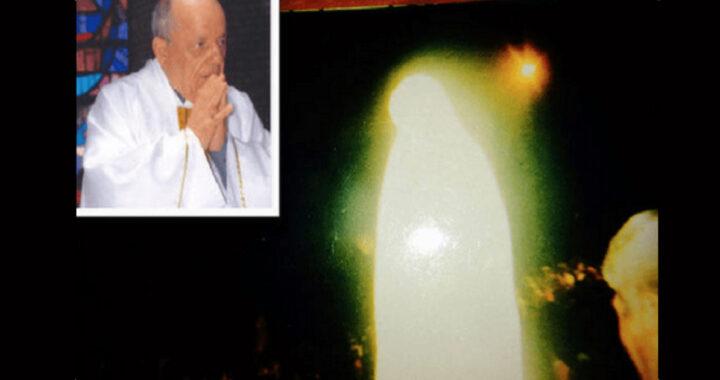 La Vergine Maria 'appare' a una folla di migliaia di persone, la FOTO dell'incredibile fenomeno