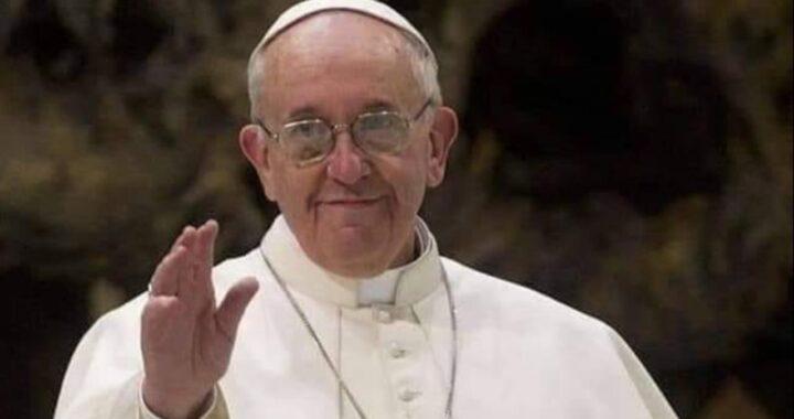 De Poopst Francis huet eng wichteg Noriicht un déi Jonk geschéckt