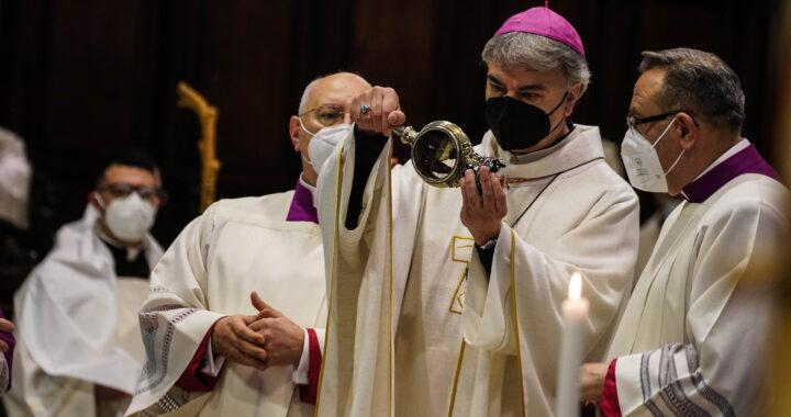 San Gennaro, il miracolo si è ripetuto, il sangue si è sciolto (FOTO)
