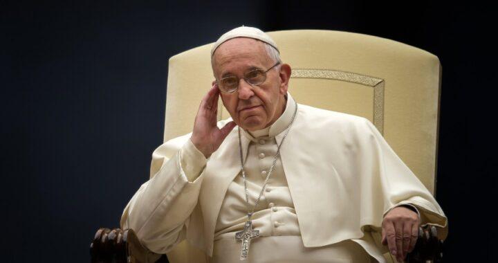 """De Poopst Francis: """"Déi gebuer wäerten an enger onbewunnlecher Welt liewen wann ..."""""""